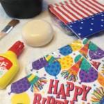 用意するものは、ボンド、紙ナプキン、筆、石鹸、容器