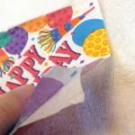 線を引いたら紙ナプキンを2つに分け柄のついてるほうを切ります。