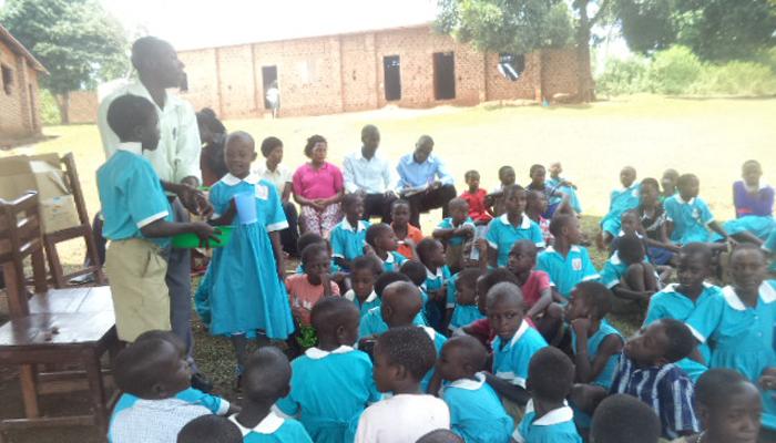 ウガンダにて、貧困層やHIV孤児のサポートをしています。